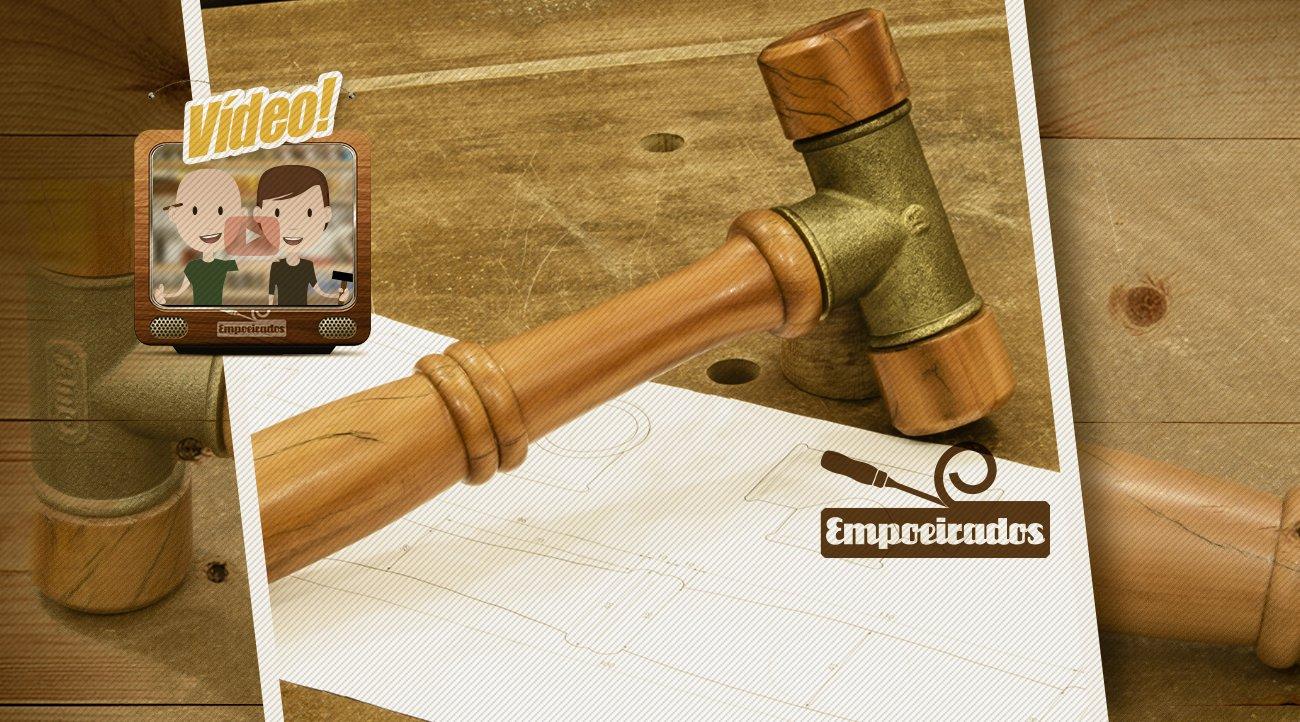 Malhete de madeira feito com conexao T