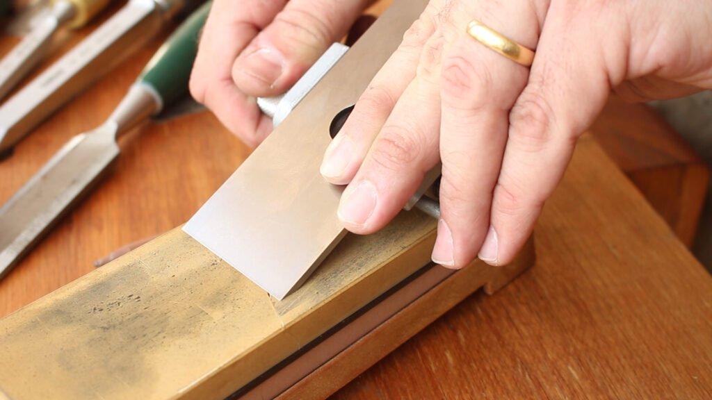 Posição da lâmina de plaina no honing guide.
